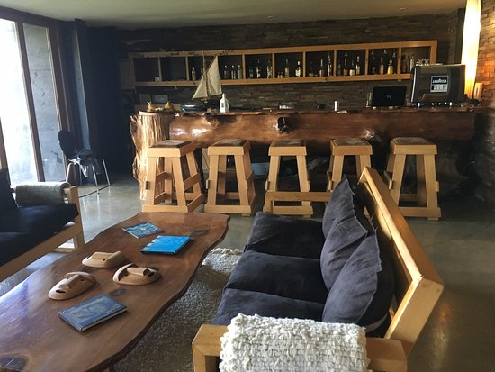 Arrebol Patagonia Hotel: Bar area