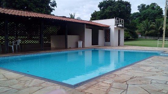 Jaboticabal, SP: No fundo da piscina continha sujeiras, de modo a inutiliza-la.