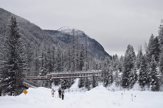 Essex, MT: There is a pedestrian bridge over the railroad tracks that connects the skiing trails and inn.