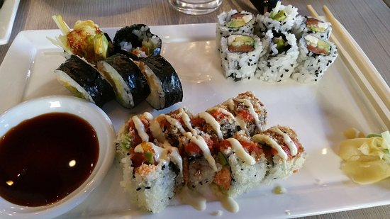 Woodridge, IL: Maki lunch, 3 rolls