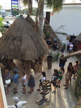 Itour Mexico: line for the toilet, when you wake up in the morning...The hotel is a bus stop for toilet...