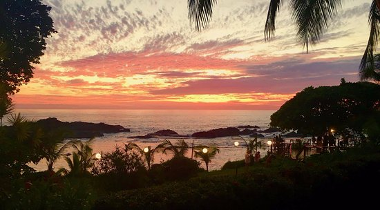 Costa Paraiso: A beautiful sunset from our garden