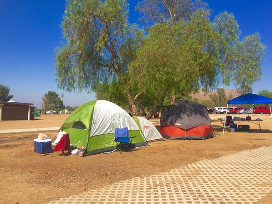 Perris, CA: Family group camping