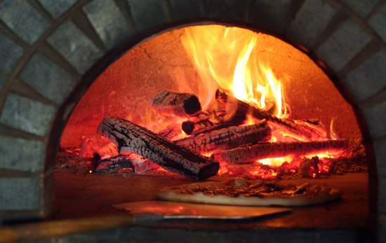 Ella's Wood Burning Oven Restaurant: wood oven pizzas