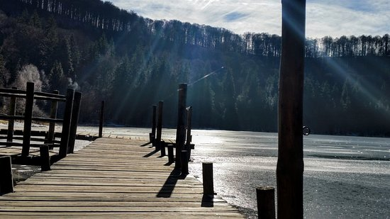 Baile Tusnad, Rumania: The wooden pier on the lake