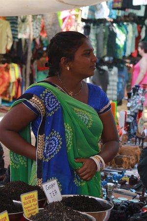 Anjuna, India: Торговка специями. Говорит по-русски неплохо. Фото С. Брель