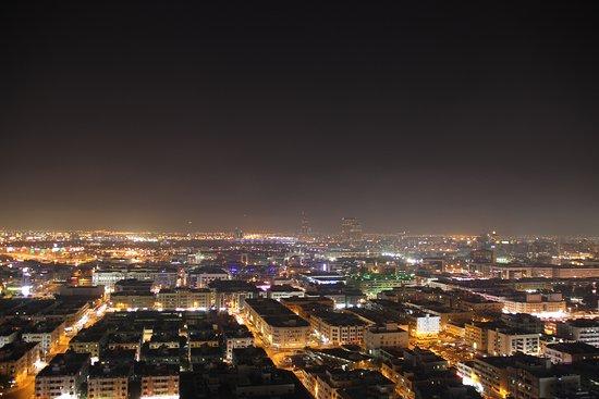 Park Regis Kris Kin Hotel: Blick auf das nächtliche Dubai