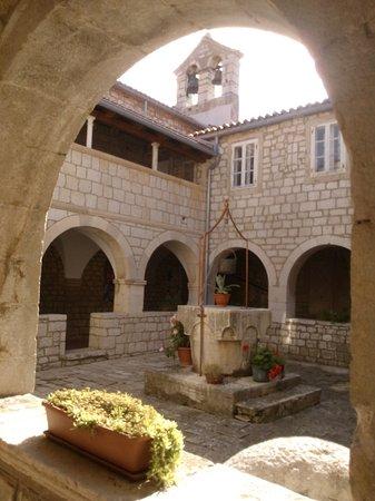 Sv. Fumije Samostan