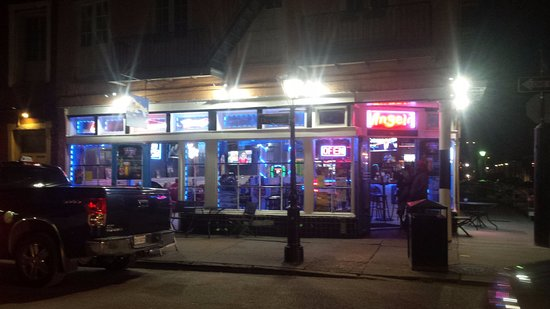 Angeli On Decatur : view at night