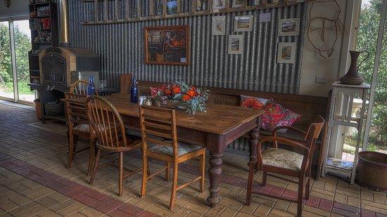 คิงส์คอต, ออสเตรเลีย: Inside in the rustic charm