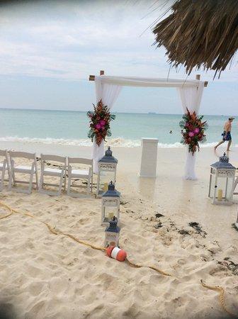 Hotel Riu Palace Aruba Wedding Venue Although The Tide Came Rather High