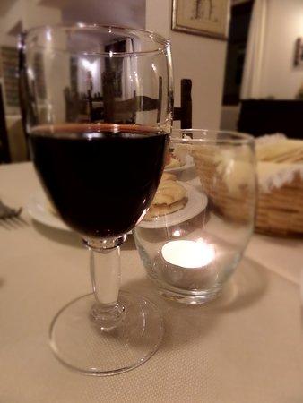 Urzulei, อิตาลี: Ottimo vino