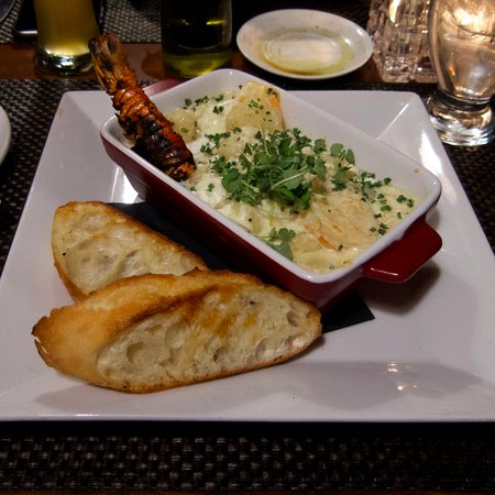 """Vineland, แคนาดา: Shrimp and Lobster """"Mac and Cheese"""" (gnocchi)"""