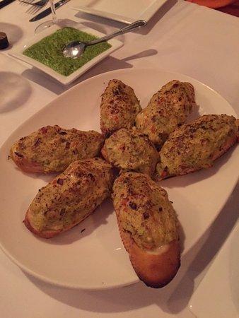 Artful Gourmet Bistro: pesto crab on bruschetta