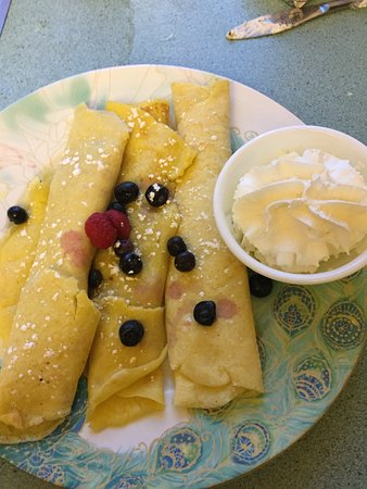 Sparwood, Canada: Blueberry Crepes