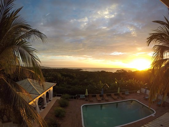Bella Vista Mar: Sunset views from shared balcony