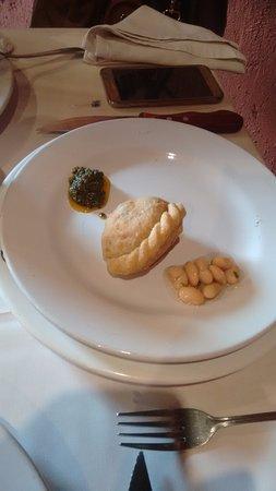 Garufa: empanada and Marinated beans.