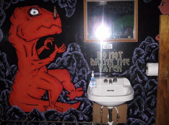 Cobleskill, NY: the mens bath room
