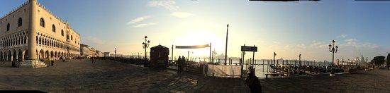 Hotel Montecarlo: A photo of Venice