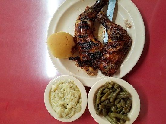 Lenoir, Carolina do Norte: Jerk'd Chicken, Mashed Potatoes, & Green Beans
