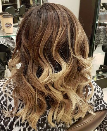 Ottawa, Kanada: Ombre with curls