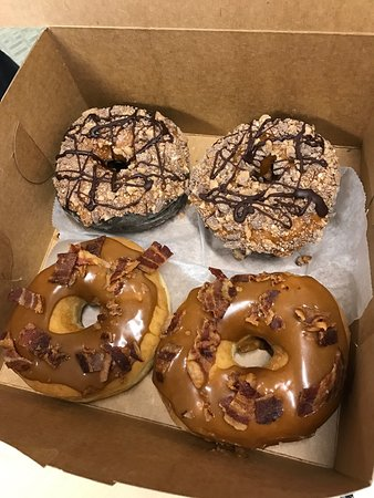 Southwick, MA: Maple bacon donuts