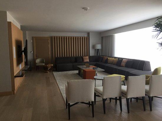 Oxon Hill, MD: Living Room