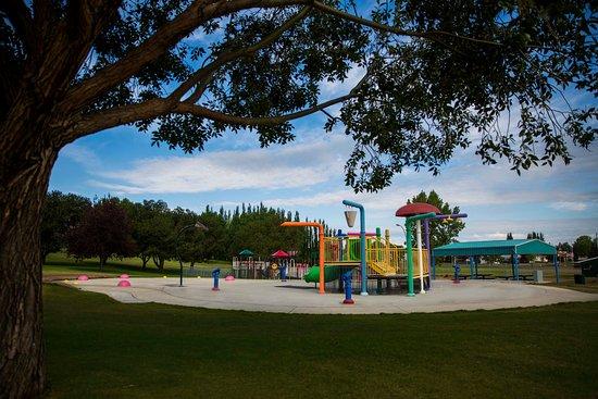 Brooks, Canada: Kids splash park