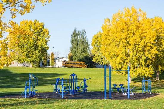 Brooks, Canada : Outdoor fitness park