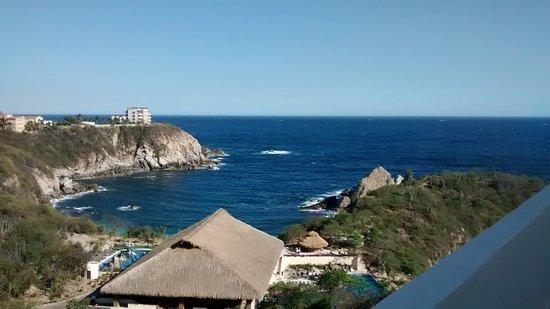 Isla Natura Beach Huatulco: desde aqui podemos observar el restaurant y la playa que es parte del hotel