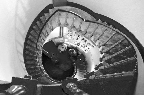 Portsalon, ไอร์แลนด์: Fanad lighthouse internal steps - great design but very steep