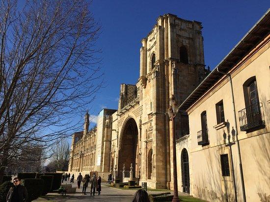 Claustro del Panteón Real, León. - Picture of Museo ...