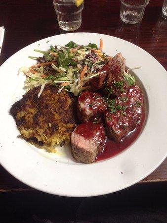 Gore, Nuova Zelanda: Pork with Plum Sauce, Rostie and Slaw