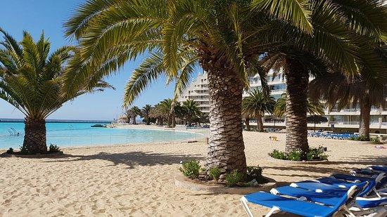 San Alfonso del Mar: Area com areia e piscina