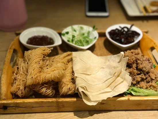 Xuzhou, China: 烙餅卷馓子