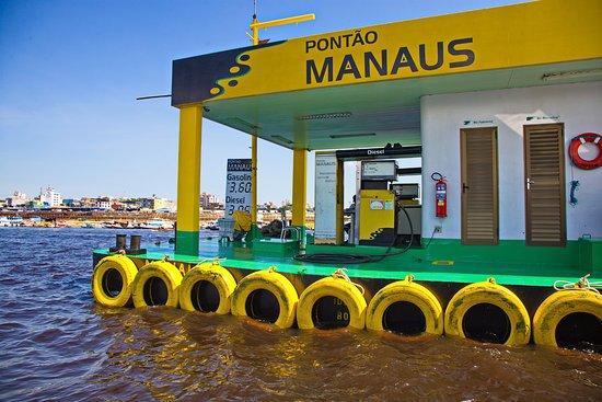 Floating Dock: o posto de abastecimento dos barcos