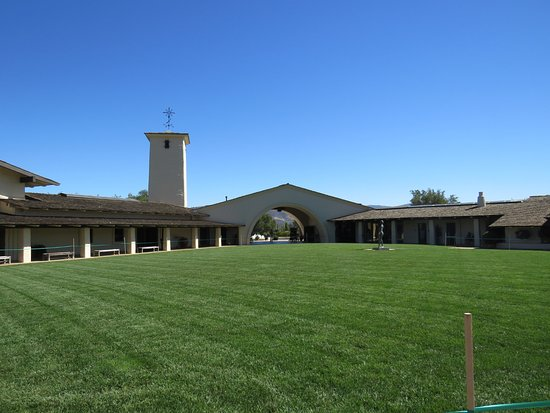 Oakville, Califórnia: Patio interior de Mondavi Winery