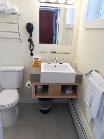 Sleep Woodstock Motel: Unique Sinks and Vanities. Newly Renovated bathrooms (summer 2016)