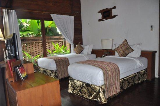 Cepu, Indonesia: Saffron twin bed