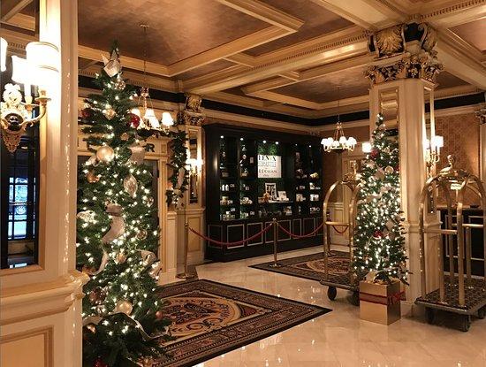 Lenox Hotel: Lobby area - Christmas decorations
