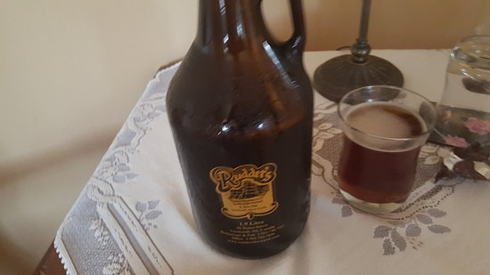 Yarmouth, Canada: Growler from Rudders