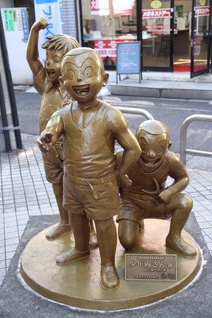 Kameari: 商店街の勘吉少年像