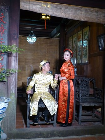 couple taking photos in traditional outfits duc an old house hoi rh tripadvisor com
