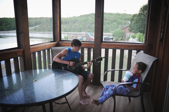 Branson West, MO: The back porch was great for evening dinners, watching kids play on the nearby playground