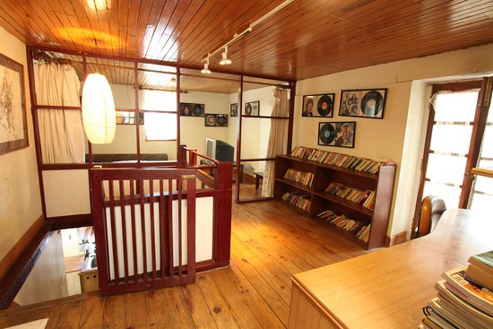 Shivapuri National Park, Nepal: A small library in Presidential Suite