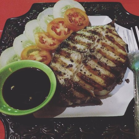 Mamburao, Filippinene: Grilled tuna! yummylicious! I love this...
