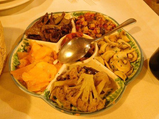 Sant'Alfio, อิตาลี: アンティパスト(前菜)その1:野菜料理
