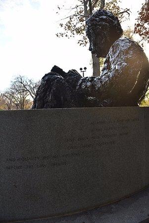 Albert Einstein Memorial : backside of memorial