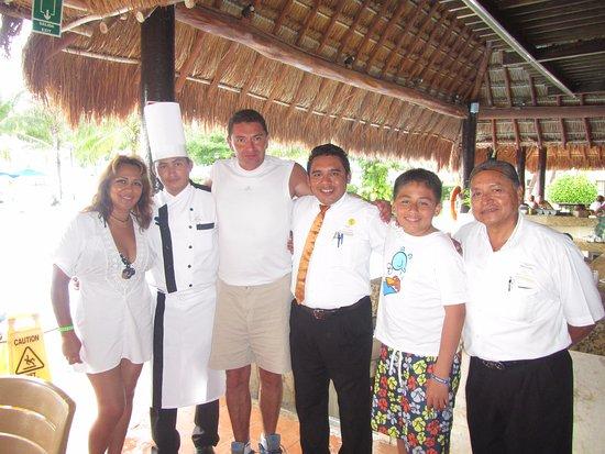 Allegro Cozumel: Con el Chef Roger Dzib Dzul, el capitán Carlos Góngora y el mesero Ignacio Alonso