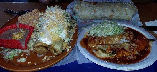 Ramona, Califórnia: 2 flautas combo,chili rellanos, and carnitas burrito